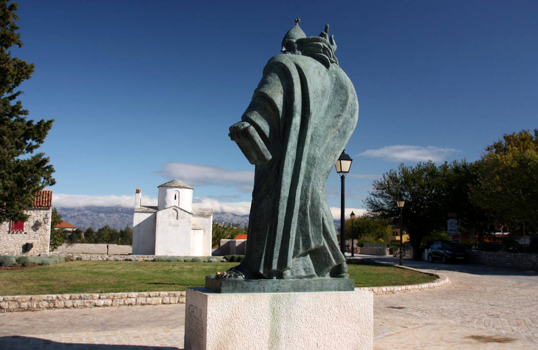 Statue of Grgur Ninski in Nin
